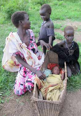 © UNICEF South Sudan/2014/Donovan | Cuaca walked with her children for 10 days from their hometown of Bor in bare feet, carrying her baby in a basket on her head and sleeping in the open with other fleeing women and children.