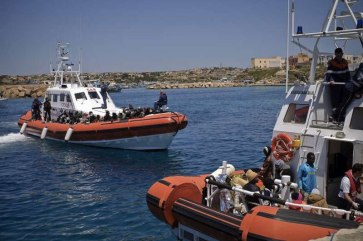 Italian coastguard vessels arrive at Lampedusa Island after rescuing people on the Mediterranean. (January 2012) Photo: UNHCR/F. Noy