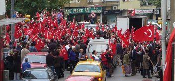 **Scene from an anti-PKK demonstration in Kadıköy, İstanbul, on 22 October 2007. | Author: QuartierLatin1968 | Wikimedia Commons