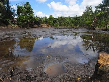 **Photo: Oil pollution in the Lago Agrio oil field in Ecuador, exploited by Texaco | Author: Julien Gomba | Wikimedia Commons