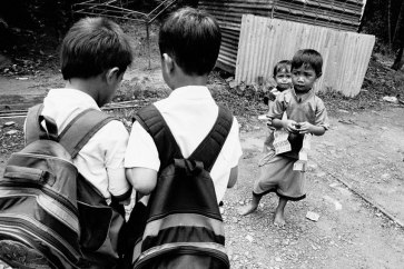 Children in Telipok, Sabah, Malaysia. Many children of migrants are unable to establish a nationality. Some are completely undocumented and do not have access to education. Photo: UNHCR/Greg Constantine