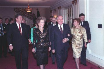 President Reagan and Nancy Reagan with Soviet General Secretary Gorbachev and Raisa Gorbachev attending a dinner at the Soviet Embassy in Washington, DC. 12/9/87.   Author: Fed Govt   Wikimedia Commons