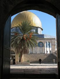 **Dome of the Rock viewed through Cotton Gate | Source: en:Image:TempmtS.jpg | Author: en:User:Gilabrand | Wikimedia Commons