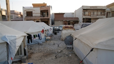 ***Photo: Cathy Otten/IRIN |  Makeshift camps have been set up in central Erbil, capital of Iraq's Kurdish region