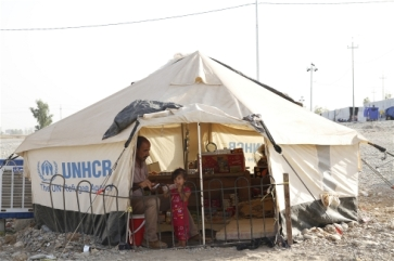 Photo: Cathy Otten/IRIN Syrian refugees and Iraqi displaced often receive separate services despite similar needs