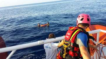 © Guardia Costiera |The Italian coast guard rescues two men clinging to a life belt after the smuggler's vessel they were traveling on sank. This was a separate incident from Doaa's ordeal. | Source: UNHCR