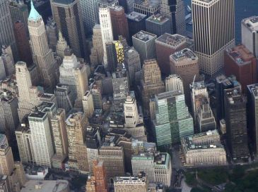 **Wall Street as seen from the air in 2009 | Author: Ibagli : Wikimedia Commons