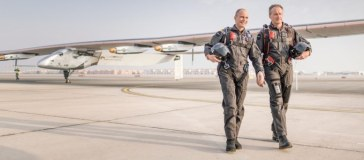 Swiss pioneers Bertrand Piccard (L) and André Borschberg ® are the founders, pilots and driving force behind Solar Impulse | Source: UNEP