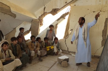 Children attend classes in Yemen, where over 600 schools have been damaged as a result of conflict. Photo: UNICEF