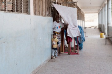 A family finds temporary shelter at a school in Aden Governorate, Yemen. Photo: OCHA/Eman al Awami (file)