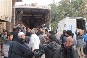 UNRWA distributing aid in Yalda, an area adjacent to Yarmouk, Syria, hosting displaced civilians. Photo: UNRWA