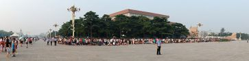 800px-Mao_mausoleum_queue