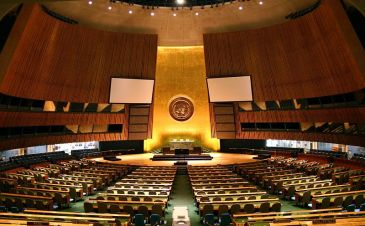 *******UN General Assembly hall | Author: Patrick Gruban, cropped and down sampled by Pine | Wikimedia Commons