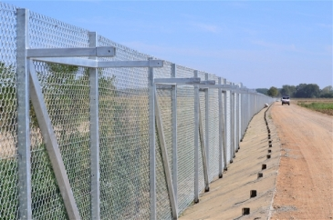 ****Photo: Kristy Siegfried/IRIN | The fence erected by Greece at its border with Turkey, previously a major crossing point for undocumented migrants trying to reach Europe