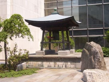 ***The Japanese Peace Bell and its en:pagoda at United Nations Headquarters, New York City.| Photograph credit: Dragonbite.| The original uploader was Rodsan18 at English Wikipedia | Wikimedia Commons