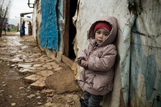 © UNICEF/MENA2014-00067/Romenzi Five-year-old Iman from Syria at the Saadnayel camp in Lebanon's Bekaa Valley.