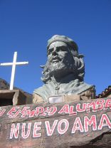 **Photo of a Che Guevara statue at La Higuera the site of his death in Bolivia. | Author: ConyJaro | Wikimedia Commons