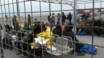 Photo: Alexandros Kataropoulos/MSF A temporary holding area for migrants who have just arrived in Kos  (Greece) | Source: IRIN