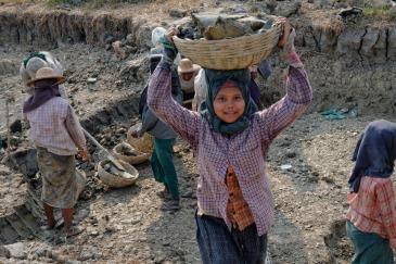 Child labour in Myanmar. Photo: ILO/Marcel Crozet