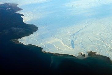 ****Sea ice, shown here in Nunavut, in northern Canada, reflects more sunshine, while open ocean absorbs more, accelerating melting. | Author: Doc Searls from Santa Barbara, USA | Wikimedia Commons