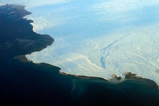 ****Sea ice, shown here in Nunavut, in northern Canada, reflects more sunshine, while open ocean absorbs more, accelerating melting.   Author: Doc Searls from Santa Barbara, USA   Wikimedia Commons