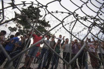 [Asylum-seekers in a holding centre on Greece's Samos Island. Photo: UNHCR/A. D'Amato] Asylum-seekers in a holding centre on Greece's Samos Island. Photo: UNHCR/A. D'Amato