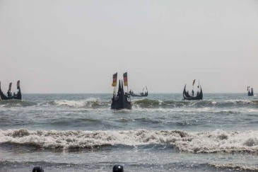 Fishing boats head out into the Bay of Bengal. UNHCR fears thousands could be stranded on smugglers' boats between the Andaman Sea and the Straits of Malacca and in need of rescue. Photo: UNHCR/S. H. Omi