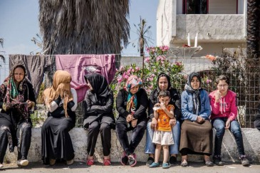 Afghan refugees in front of the abandoned hotel Captain Elias on Kos Island, Greece, where hundreds of refugees and migrants are waiting for their registration. Photo: UNHCR/J. Akkash