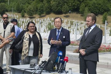 Secretary-General Ban Ki-moon (centre) visits the memorial in Srebrenica for the 1995 massacre of 8,000 Muslim men and boys by Bosnian Serb forces. UN Photo/Eskinder Debebe