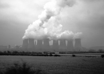 ***Image: Cooling towers showing evaporating water at Ratcliffe-on-Soar Power Station, United Kingdom.| Author: Alan Zomerfeld | Wikimedia Commons