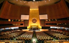 ***United Nations General Assembly hall in New York City. | Author: Patrick Gruban, cropped and down sampled by Pine | Wikimedia Commons