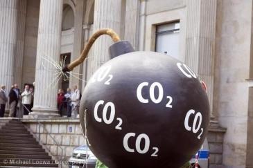 **Fossil Fuel's last stand   Credit: Michael Loewa/Greenpeace