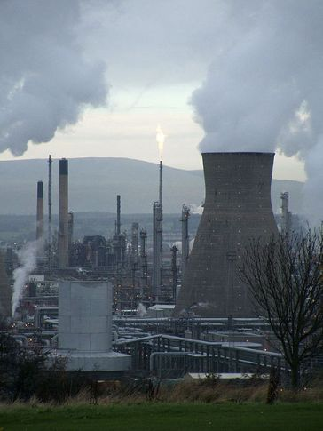 *********A petrochemical refinery in Grangemouth, Scotland, UK | User:John from wikipedia | Wikimedia Commons