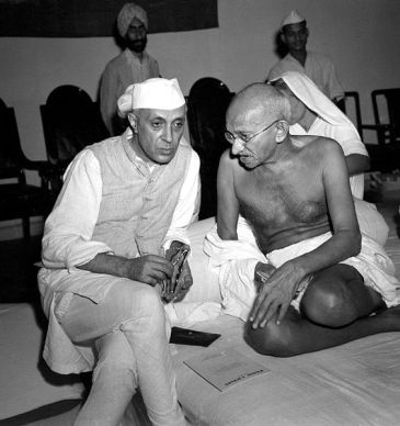 ******Gandhi with Rashtrapati Jawaharlal Nehru, during a meeting of the All India Congress, Bombay, India | Author: Credited to Dave Davis, Acme Newspictures Inc., correspondent | Photo taken by Max Desfor, who gave it to Dave Davis | Wikimedia Commons