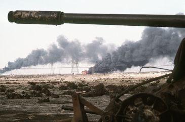 ****A Kuwaiti oil field set afire by retreating Iraqi troops burns in the distance beyond an abandoned Iraqi T-55A tank following Operation Desert Storm. | 1 March 1991 | Author: JO1 Gawlowicz | Source: DN-ST-92-00823 | public domain | Wikimedia Commons