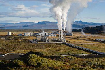 *****Steam rising from the Nesjavellir Geothermal Power Station in Iceland.   Author: Gretar Ívarsson – Edited by Fir0002   Source: Gretar Ívarsson, geologist at Nesjavellir   Wikimedia Commons