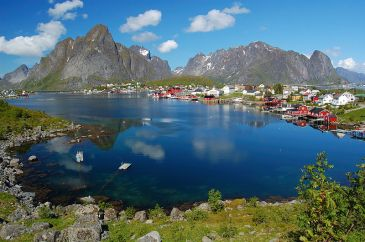 ****Reine in Lofoten, Northern Norway | Author: User:Sveter/Petr Šmerkl, Wikipedia | Creative Commons Attribution-Share Alike 3.0 Unported license | Wikimedia Commons