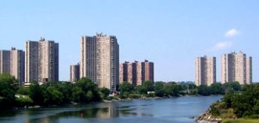 ****Co-op City in The Bronx, New York City is the largest cooperative housing development in the world, with 55,000 people | Author: Sacme at English Wikipedia | Creative Commons Attribution 3.0 Unported license.