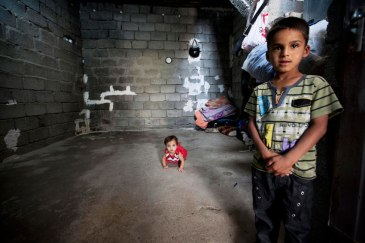 Two small children who fled the escalating violence in Iraq (file photo). UN Photo/Bikem Ekberzade
