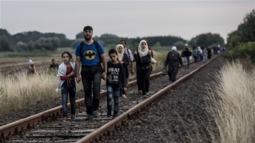 *****Photo: András Hajdú/IRIN | Syrian refugees reach Hungary by following a Serbian rail track