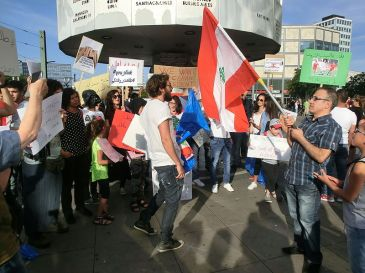 ***Photo: Lebanese people in Germany express their support of the 2015 Lebanese protests in Berlin at Alexanderplatz, August 29, 2015 | Author: Thylacin | Creative Commons Attribution-Share Alike 4.0 International license. | Wikimedia Commons