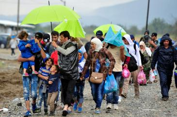 © UNICEF/NYHQ2015-2165/Georgiev On 10 September, children, women and men who have fled their homes amid the ongoing refugee and migrant crisis walk near the town of Gevgelija.