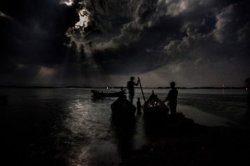 ***People risking sea journeys across the Bay of Bengal often set sail at night. Photo: UNHCR/S. Alam