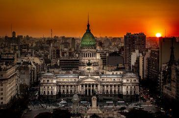 800px-Atardecer_en_el_Congreso_de_la_Nación_Argentina