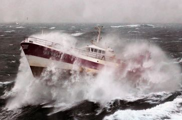800px-French_Fishing_Vessel_'Alf'_in_the_Irish_Sea_MOD_45155246