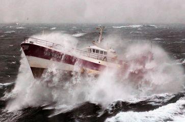 800px-French_Fishing_Vessel_'Alf'_in_the_Irish_Sea_MOD_45155246