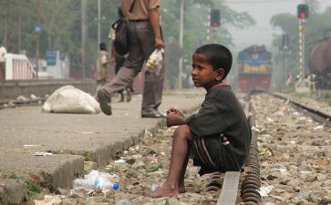 800px-Street_Child,_Srimangal_Railway_Station