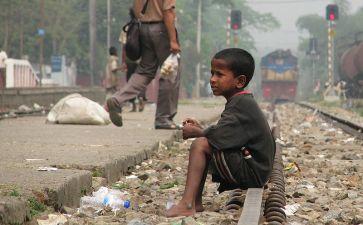 800px-Street_Child,_Srimangal_Railway_Station