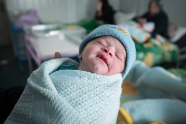 95747-ogb-new-born-babay-zaatari-refugee-camp-jordan-tom-white-1100x733