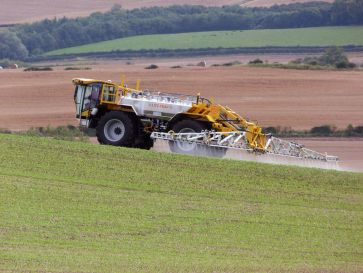 800px-Lite-Trac_Crop_Sprayer